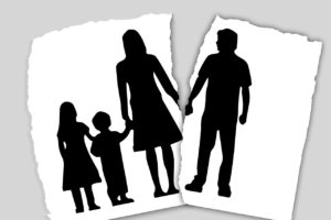 family-3090056_1280