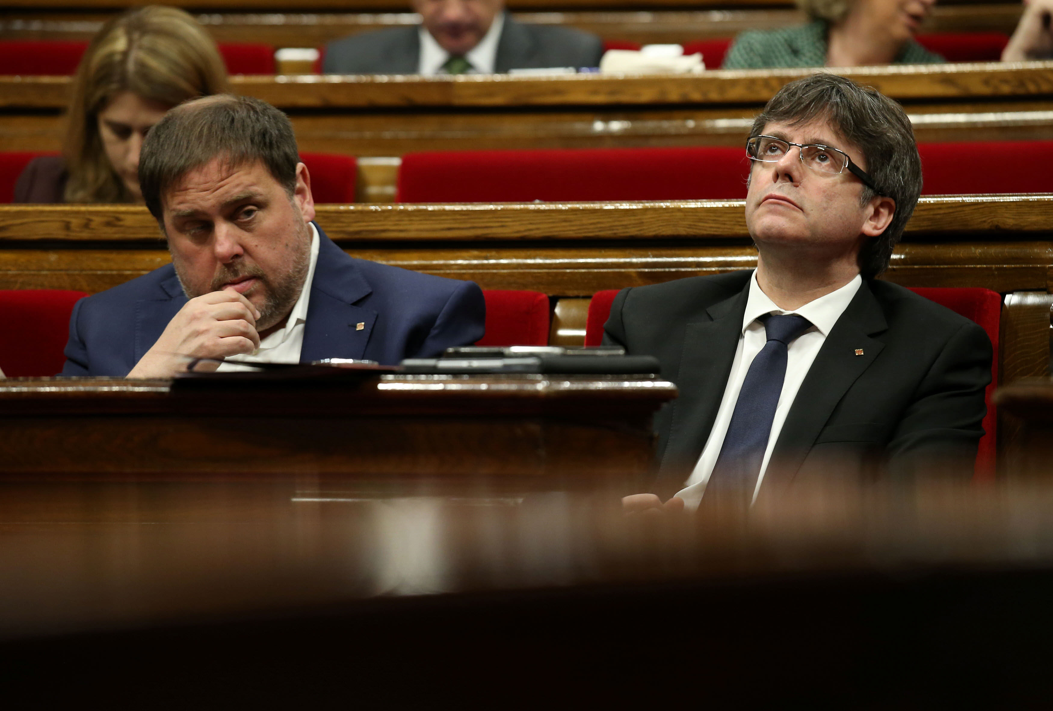 Catalonia's regional President Carles Puigdemont (R) and Economy Minister Oriol Junqueras attend a parliamentary session to vote on budgets, in Barcelona, Spain, March 22, 2017. REUTERS/Albert Gea