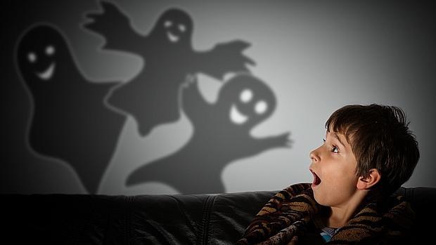 Asustar a un niño no le hace más fuerte. Asustar no educa. (Foto ABC.es)