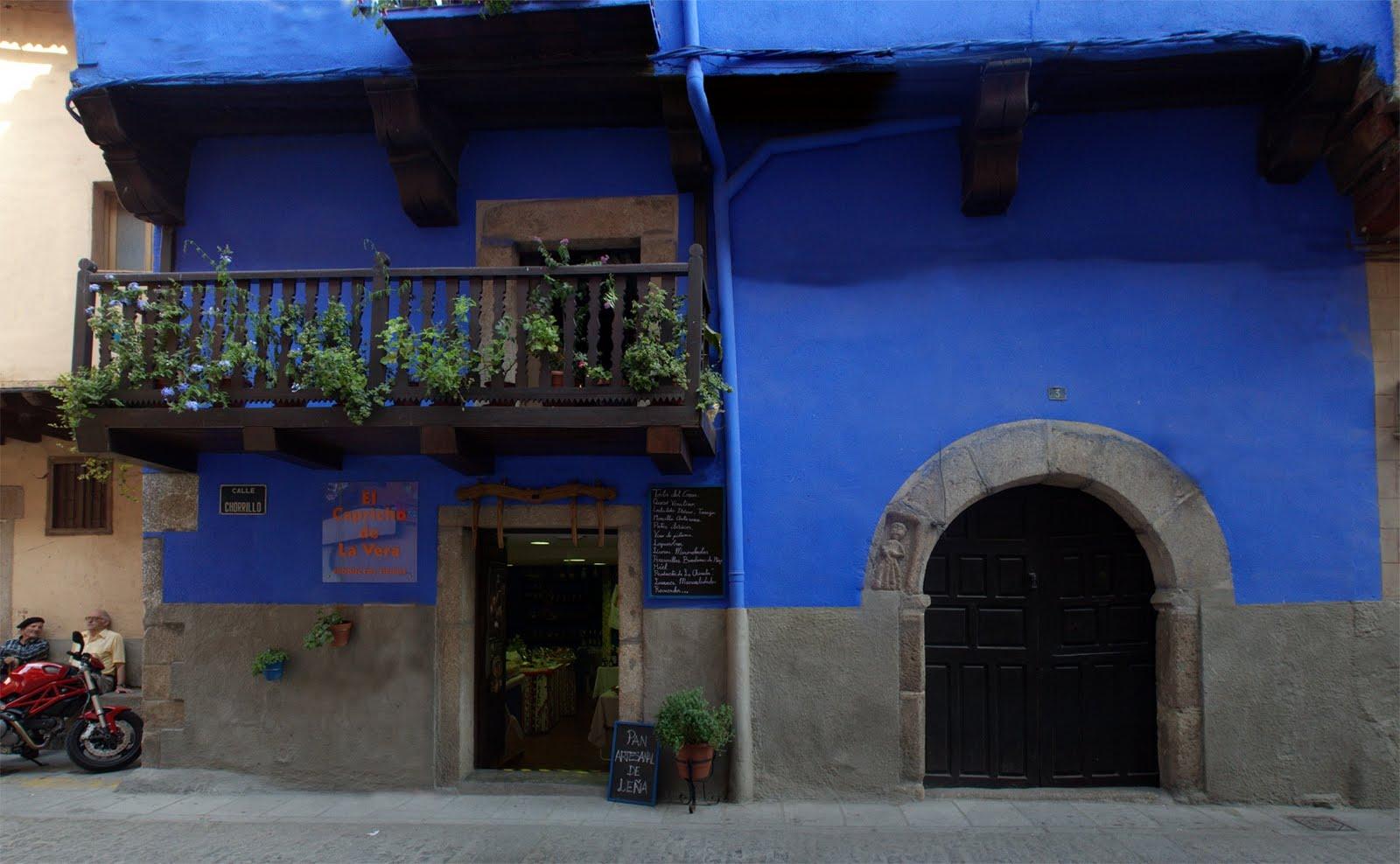 Las italianas de garganta la olla guiris por - Casas de color azul ...