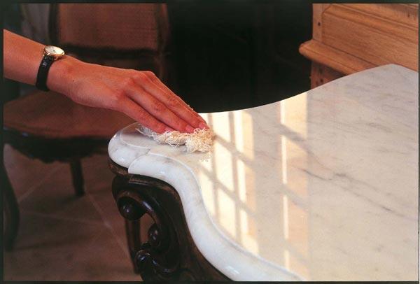Con que se limpia el marmol blanco