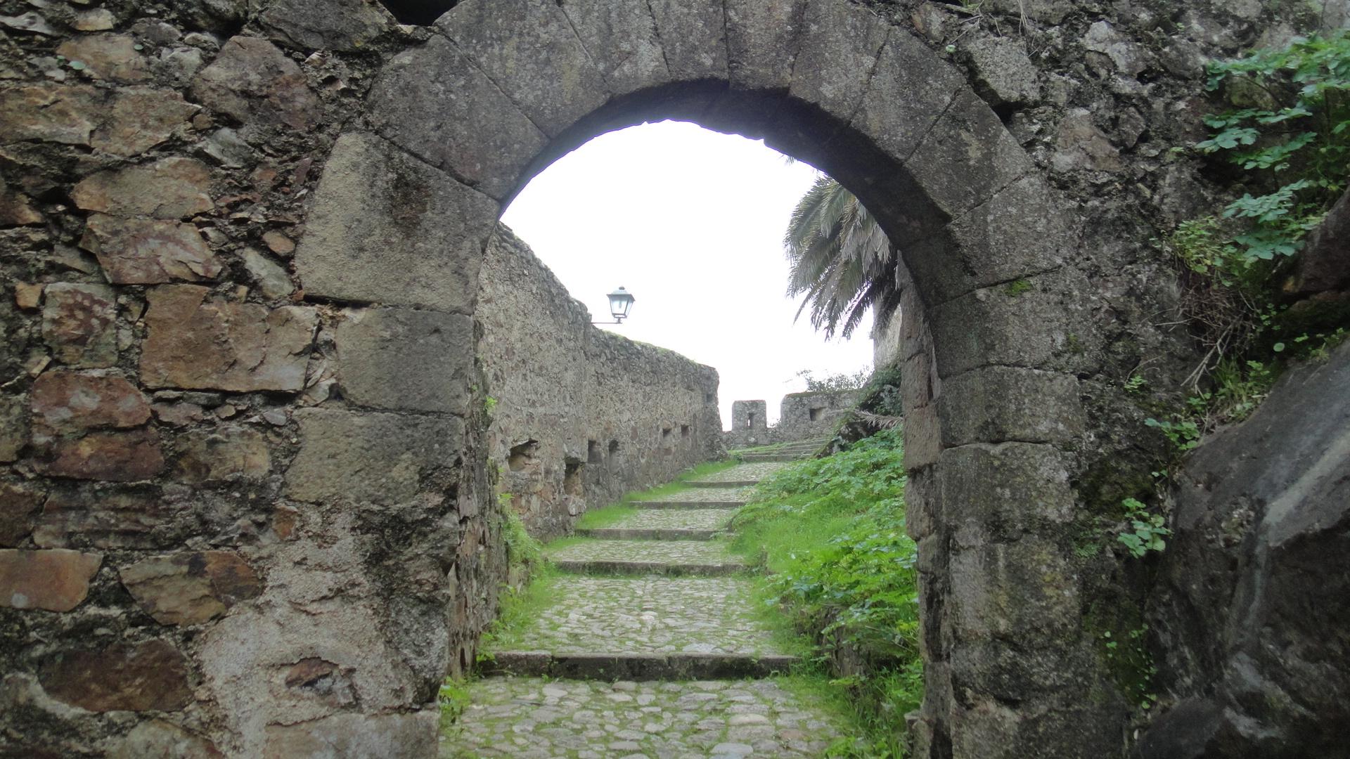 Nueva visita al castillo de alburquerque los tesoros de - Entradas baratas castillo de las guardas ...