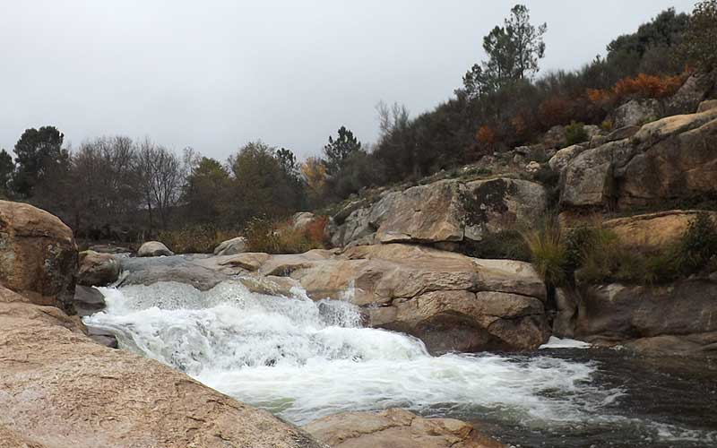 Rutas senderistas de la cervigona en el coraz n de la for Piscinas naturales norte de extremadura