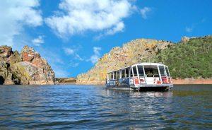 Barco del Tajo Internacional cruzando los Canchos de Ramiro:: HOY