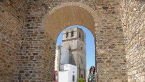 olivenza_muralla_iglesia-660x371