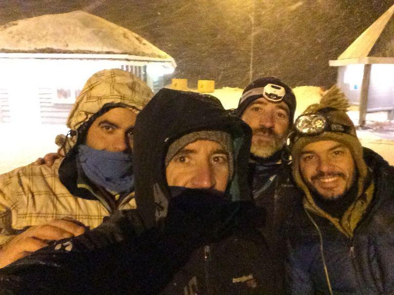 Selfie de los cuatro elementos durante una de las copiosas nevadas que pasam