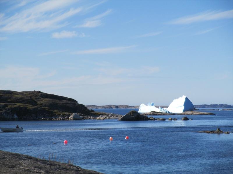 Día 05-08-2016Amanece en Nanortalik, el bloque se ha girado de nuevo por el movimiento de la marea
