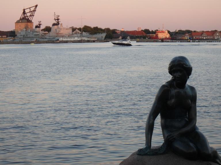 Cuando se pasa por Dinamarca siempre hay tiempo para ir a saludar a la sirenita de Copenhague.