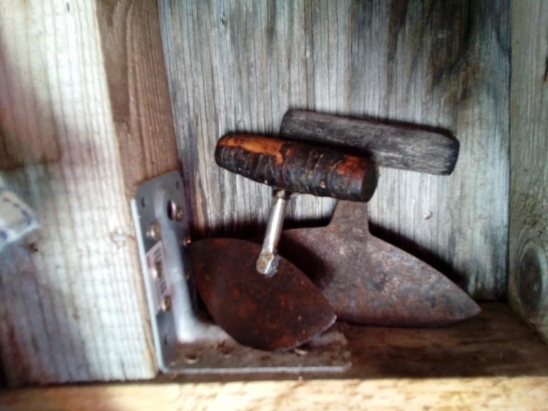 El ulu o cuchillo de mujer, se utilizaba tanto como para comer, curtir la piel, herramienta para trabajar la madera y confección de la ropa hecha con pieles. Uunartoq 2016