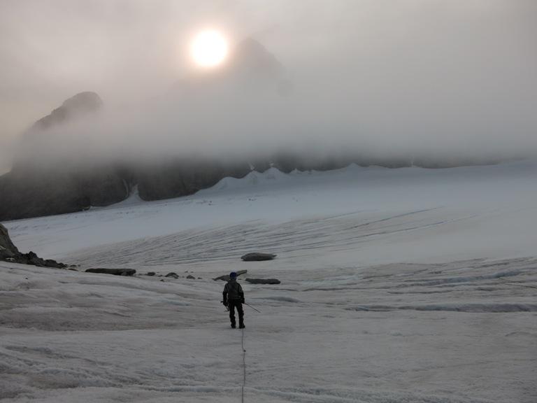 ¡Impresionantes vistas! Ha merecido la pena subir a pesar de la mala visibilidad por la densa niebla. Foto de Jorge