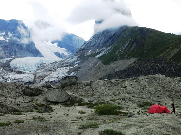 Último campamento en el fiordo de Tasermiut !estamos en casa!