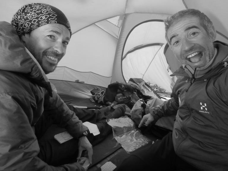 Para festejar la última noche en el hielo algo rico rico…¡Jamón extremeño! A ver qué opina mi amigo vasco.
