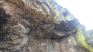 Cuarcitas armoricanas del Ordovícico (Era Paleozoica) que forman abrigos naturales.